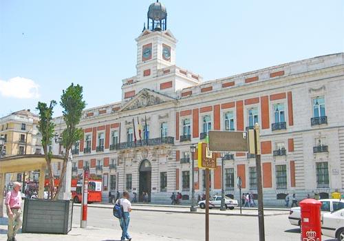 Lugares emblem ticos de madrid puerta del sol mundo for Lugares turisticos de espana madrid