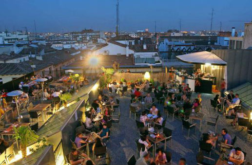 Planes en madrid terrazas en la capital mundo turistico for Fotos de patios con piletas