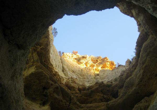 adems si tienes tiempo y disfrutas por la tarde de la excursin buena hora porque cuando la luz cae las rocas adquieren un tono anaranjado
