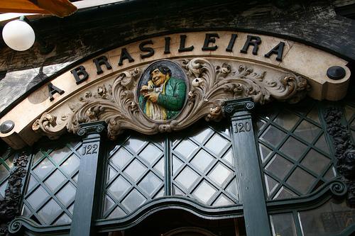 Bar con estatua de Pessoa: Brasileira