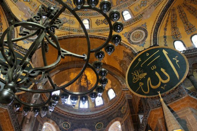 Interior de la Mezquita Hagia Sofía