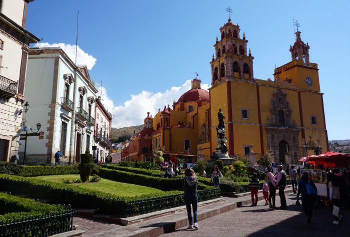 plaza-iglesia-guanajuato