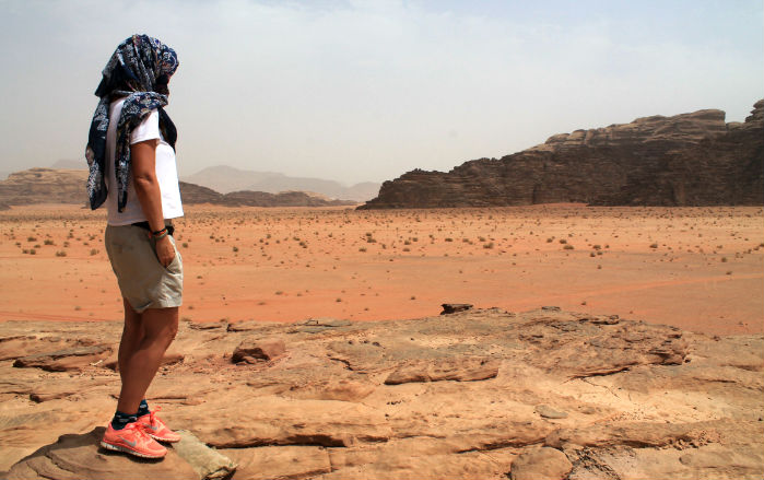 mujer-viajar-jordania