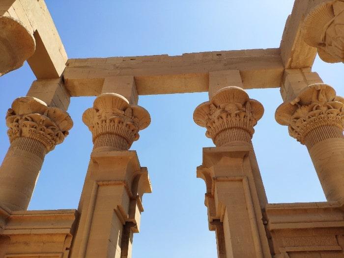 templo-philae-columnnas