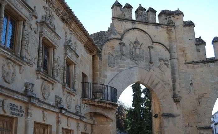 baeza-puerta-monumento