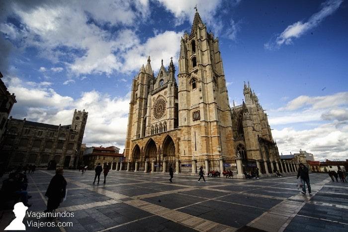 leon-catedral-gotica-exterior-portada