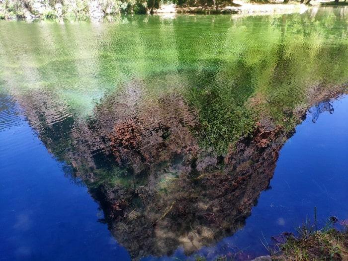lago-espejo-reflejo-montana