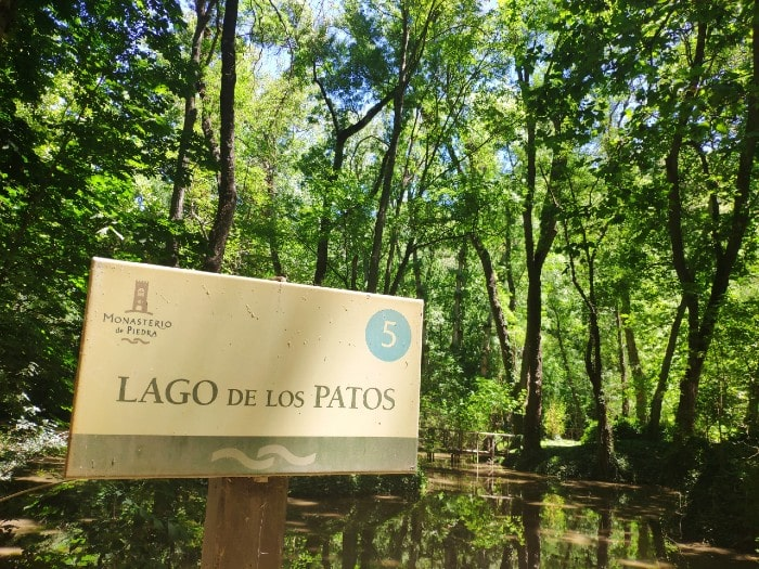 lago-patos -monasterio-piedra