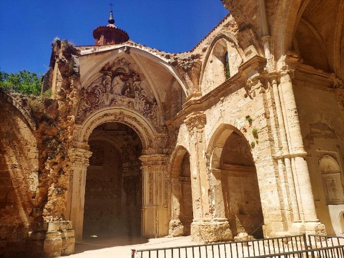 monastrio-piedra-iglesia-derruida