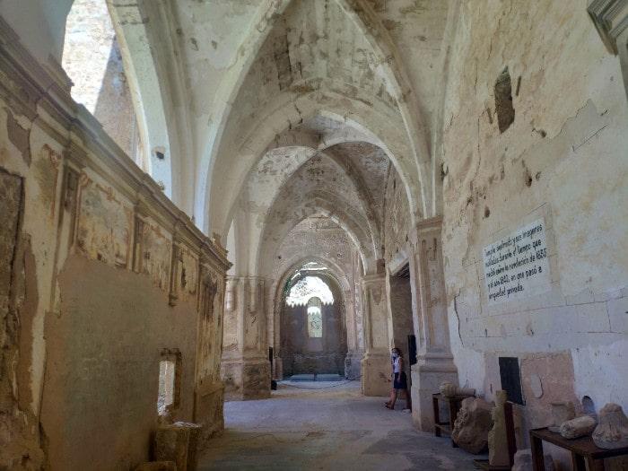 monaterio-iglesia-lado